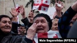 15 листопада протестувальники зібралися перед будівлею парламенту у Тбілісі