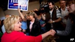 Ứng cử viên tổng thống của đảng Dân chủ Hillary Clinton ở nhà hàng Lone Oak Little Castle tại Paducah, Kentucky, ngày 16 tháng 5 năm 2016.
