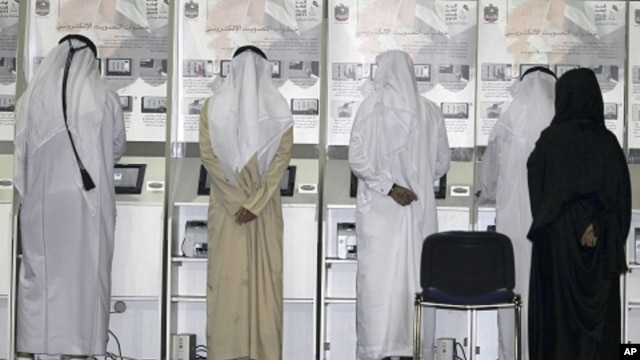 Emiratis cast their votes at a voting station in Dubai, ahead of the Federal National Council elections, September 24, 2011.