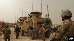 미군기지 주변을 지키는 아프가니스탄 주둔 미군들.