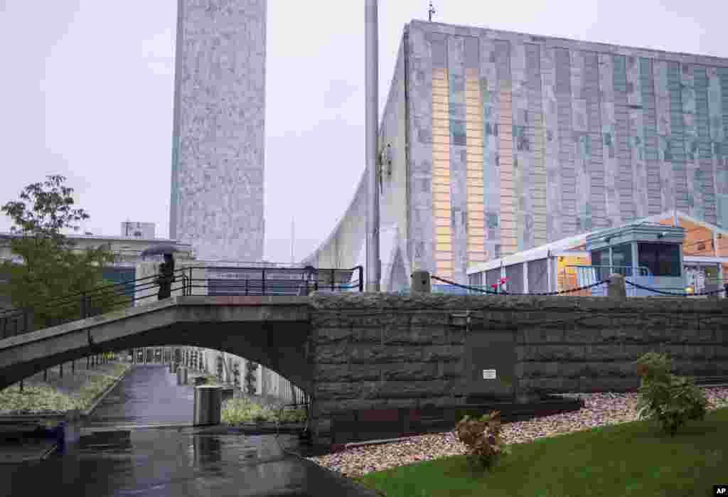 نمایی بیرونی از مقر سازمان ملل متحد در نیویورک.