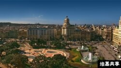 Plaza Catalunya di Barcelona (foto: Tango7174, Wikimedia Commons)