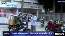 Tp. Hồ Chí Minh ngày đầu thực hiện giãn cách xã hội, 9/7/2021. Photo VTV1 via Reuters