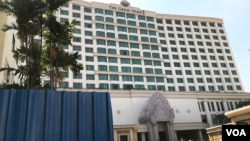 Phnom Penh's former five-star Intercontinental Hotel, which was rebranded as the Great Duke Phnom Penh Hotel, on December 30, 2019. The hotel announced it will officially shut down on December 31, 2019. (Kann Vicheika/VOA Khmer)