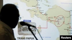 Indonesia's Minister of Public Works and Public Housing Basuki Hadimuljono shows a Papua map during a news conference, Dec. 4, 2018, in Jakarta, Indonesia. REUTERS/Willy Kurniawan