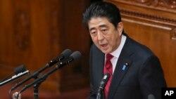 아베 신조 일본 총리가 24일 국회에서 시정연설을 하고 있다.