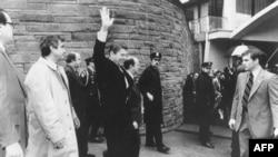 Predsednik Ronald Regan neposredno pre atentata u hotelu Vašington Hilton, 30. marta 1981.