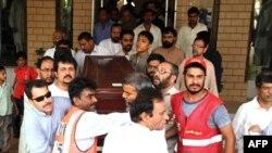 Pakistanlı Gazeteci Selim Şehzat Toprağa Verildi