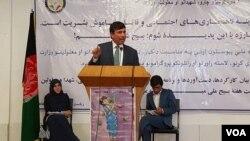 د افغانستان د عامې روغتیا وزارت مرستیال، له مخدره موادو سره د مبارزې د ملي پيوستون اونۍ په مناسبت یوې غونډې ته د وینا په حال کې