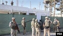 Pasukan asing menjadi sasaran serangan di Afghanistan, yang tengah dilanda protes atas pembakaran Quran.