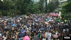 香港市民星期天继续抗议。美国之音记者拍摄