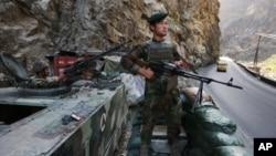 ښاغلي سټوارت د افغان ځواکونو د فعالیت په ستاینې وویل چې طالبان يې ندي پریښې چې خپلو ټاکل شوو ستراتیژیکو اهدافو ته ورسیږي