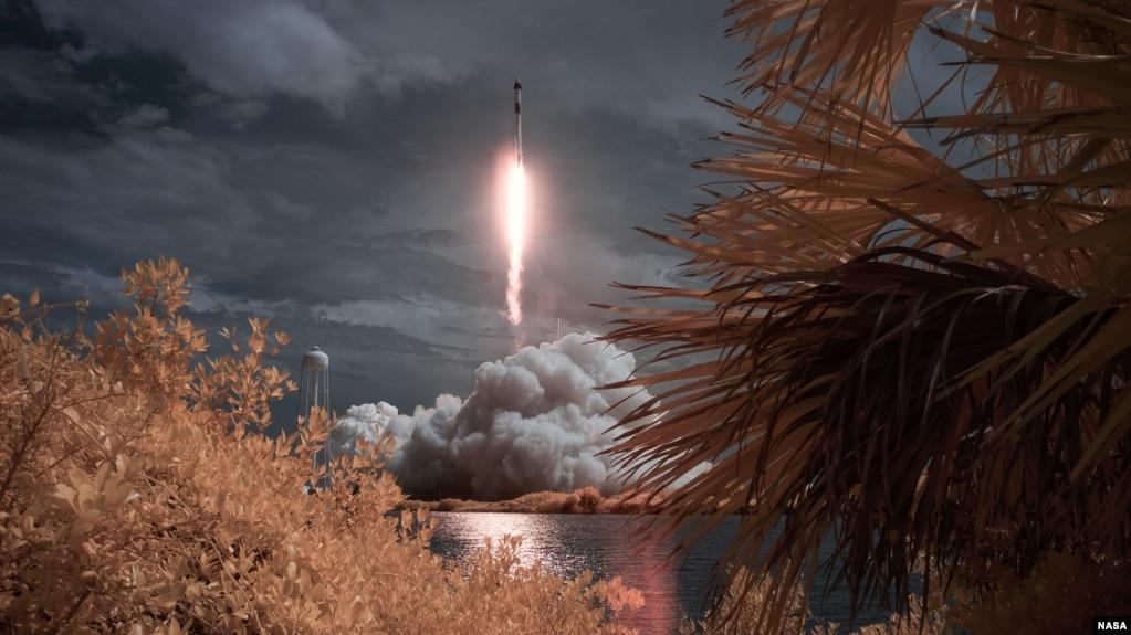 Phi thuyền được phóng lên Trạm Không gian Quốc tế từ Florida.