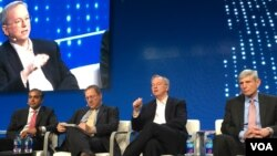 From left, Raj Shah of Defense Innovation Unit, moderator David Sanger of the New York Times, Eric Schmidt of Alphabet, and Norton Schwartz of Business Executives for National Security at the Milken Global Conference in Beverly Hills, California, May 1, 2017. (E.Lee/VOA)