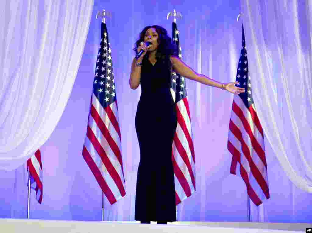 Jennifer Hudson sings as President Barack Obama and first lady Michelle Obama dance together at an Inaugural Ball at the Washington Convention Center, January 21, 2013.