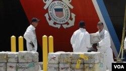 También en las aguas internacionales del Caribe, cerca a las costas de Honduras, se capturaron 7,5 toneladas de cocaína a principios de agosto de 2011.