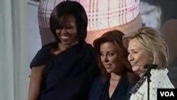 Hillary Clinton y Michelle Obama premian a Marisela Morales Ibáñez, subprocuradora de Investigación Especializada en Delincuencia Organizada, México.
