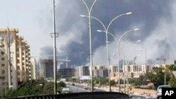 Personal estadounidense en la embajada de Trípoli dejaron la capital cerca del amanecer y viajaron hacia Túnez.