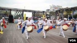 지난 15일 한국 경기도 부천에서 통일을 염원하는 '평화통일 생활음악제'가 열렸다.