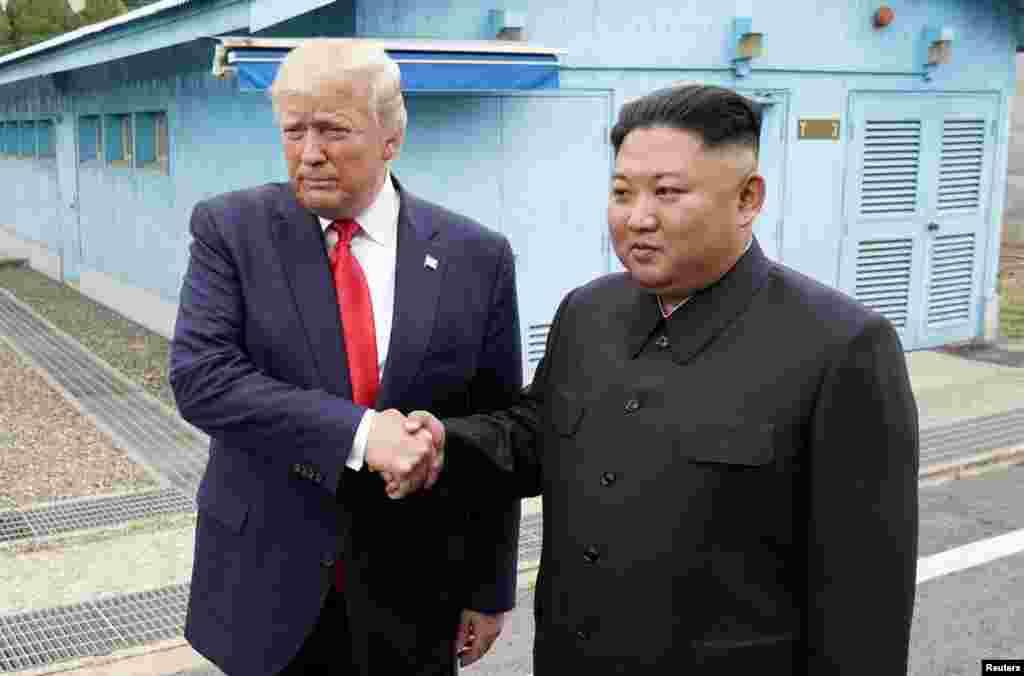 صدر ٹرمپ پہلے امریکی صدر ہیں جنھوں نے شمالی کوریا کی سرزمین پر قدم رکھا ہے۔