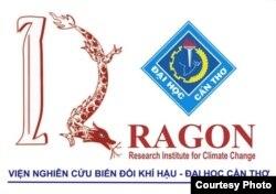Logo Viện Nghiên Cứu Biến Đổi Khí Hậu Mekong – Đại học Cần Thơ. DRAGON là chữ viết tắt của Delta Research And Global Observation Network – Mạng lưới Nghiên cứu Châu thổ và Quan trắc Toàn cầu, được thiết lập từ 2008, đến nay là 12 năm, có thể xem như một Viện Nghiên cứu của Đại học Cần Thơ. (4)