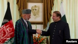 نواز شریف اور صدر کرزئی کے درمیان ملاقات (فائل فوٹو)