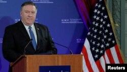 Menteri Luar Negeri Amerika Mike Pompeo berbicara di Brussels, Belgia, Selasa (4/12).