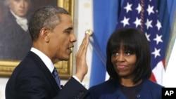 奥巴马在公众就职仪式一天前在白宫宣誓就任
