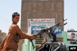 نور رحمانی نے کہا کہ مقامی کمانڈروں کے ہتھیار ڈالنے کی وجہ سے جنگجوؤں کو پورے صوبے پر کنٹرول حاصل کرنے میں مدد ملی۔