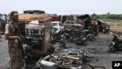 احمد پور شرقیہ کے قریب پیش آنے والے حادثے کے بعد کا ایک منظر
