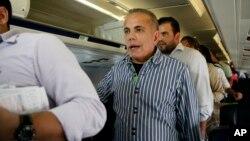 Manuel Rosales fue detenido a su llegada a Venezuela tan pronto su avión aterrizó en el aeropuerto La Chinita, en Maracaibo.