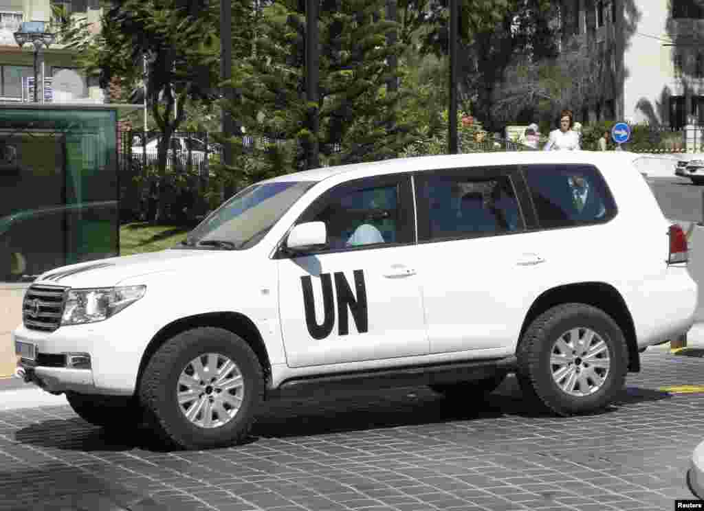 A U.N. vehicle transporting a team of experts from the Organization for the Prohibition of Chemical Weapons returns to a hotel in Damascus, Oct. 7, 2013.