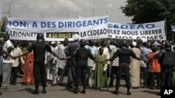 Malians opposed to a foreign military intervention to retake Mali's Islamist-held north march in the streets of the capital, Bamako, Mali, October 18, 2012.