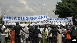 Manifestation à Bamako, le 18 octobre 2012, contre une intervention étrangère dans le Nord-Mali