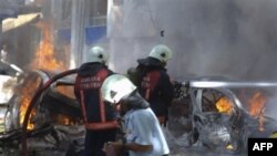Nhân viên cứu hỏa tại hiện trường vụ nổ bom xe tại thủ đô Ankara, Thổ Nhĩ Kỳ, ngày 20/9/2011
