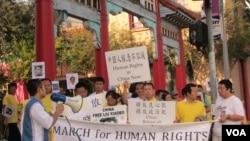 洛杉矶举行人权日游行(美国之音容易拍摄)