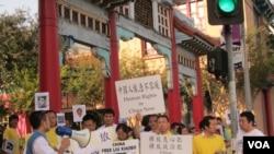 洛杉磯舉行人權日遊行(美國之音容易拍攝)