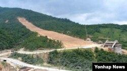 지난 17일 강원도의 마식령스키장 건설현장의 모습을 북한 조선중앙통신이 18일 보도했다.