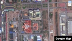 A Google Maps screenshot shows the Naga World casino towering over nearby state buildings including the Buddhist Institute (West) as well as the National Assembly and the Ministry of Foreign Affairs in Phnom Penh. (Google Maps)