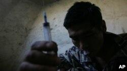د مخدره موادو پر ضد د مبارزې وزارت شمیرې ښيي، چې د ښارونو په پرتله په کلیو او بانډو کې د معتادینو شمیر زیات دی.
