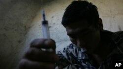 کوکایین به شکل زرقی، انشاقی و تنفسی از طریق دود کردن از سوی معتادان استعمال میشود