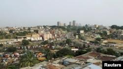Vue sur la ville d'Abidjan, en Côte d'Ivoire, le 23 février 2017.
