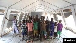 Des enfants sud-soudanais dans un camp de réfugiés en Ouganda, le 7 décembre 2016