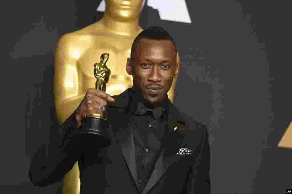 """Hotunun Bikin Gasar Oscar Ta Fina-Finan Hollywood """"Oscars 2017"""", Fabrairu 27, 2017 Mahershala Ali."""