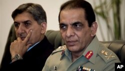 جنرال کیانی (راست) لوی درستیز پیشین و جنرال پاشا (چپ) رئیس پیشین سازمان استخبارات نظامی پاکستان