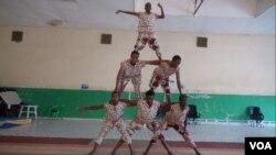 Circus Somaliland acrobats practicing in Hargeisa, Somaliland, April 2, 2016. (J. Craig/VOA)