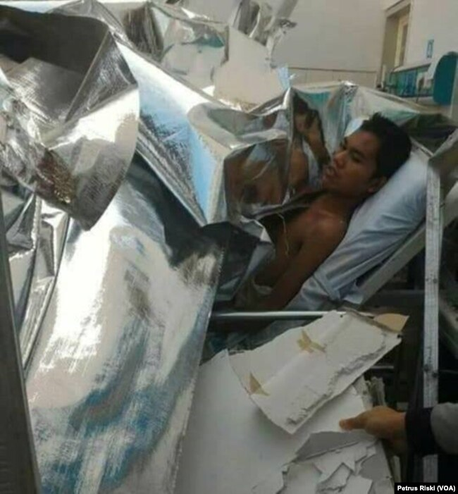 Pasien yang tertimpa atap ambruk di rumah sakit.