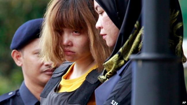Cô Đoàn Thị Hương bị giải ra tòa hôm 1/3.