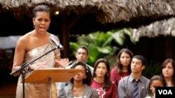 La representante trata de inculcar los valores de comprensión y entendimiento entre la juventud.