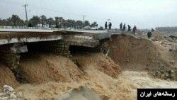 سیل در چندین استان از جمله استان فارس گزارش شد.
